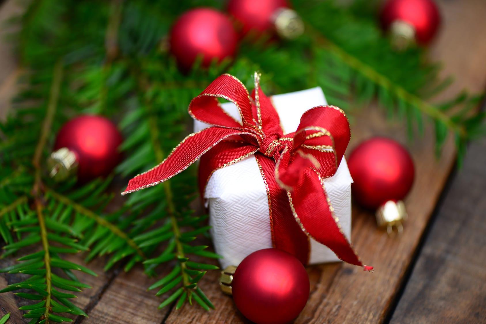 Gift box at the Inn Xmas Tree