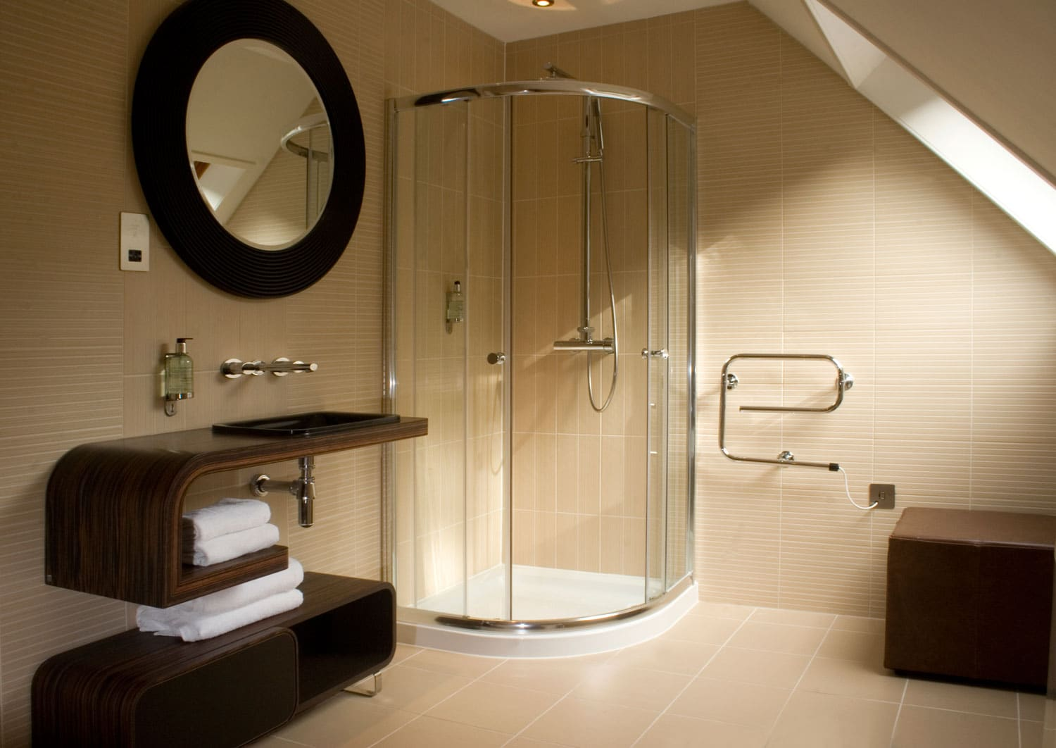 Inn luxury bathroom