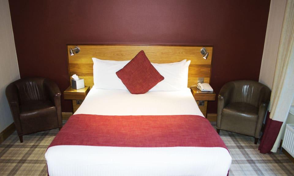 The Inn on Loch Lomond bedroom