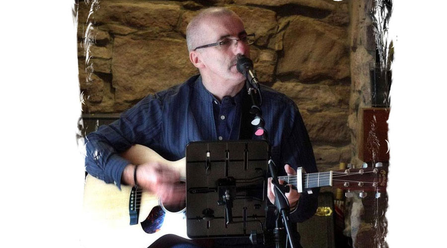 Robert Carmichael plays the Inn on Loch Lomond