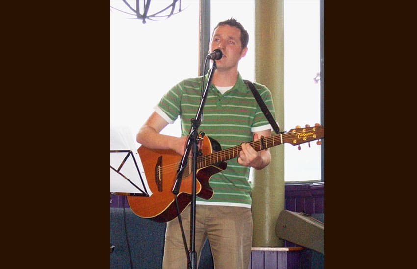 Damien Swail plays at the Inn on Loch Lomond